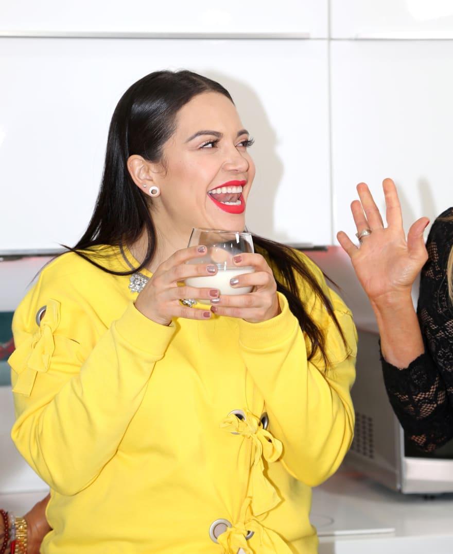 Jacqie Rivera es 'traicionada' por su pronunciado escote (FOTOS)