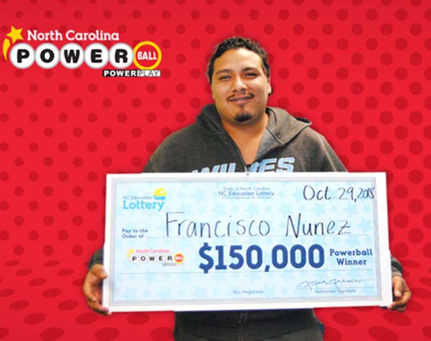 Hispano ganó $150 mil al jugar el Powerball en línea