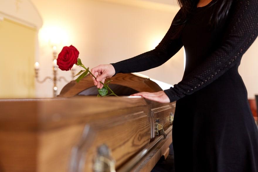 El medio artístico se viste nuevamente de luto tras triste fallecimiento de Thelma Tixou