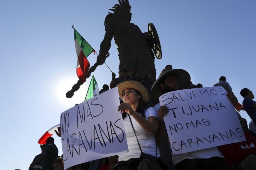 Protestan en Tijuana contra migrantes centroamericanos; los acusan de invasores (VIDEO)