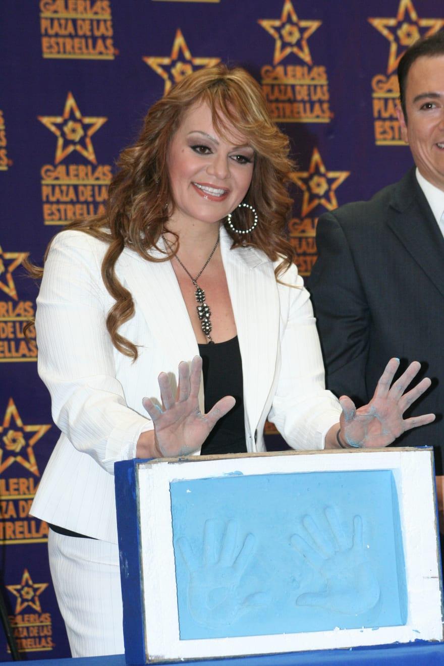 Casi mata a su marido porque no le dio para hacerse las uñas como Jenni Rivera (FOTOS)