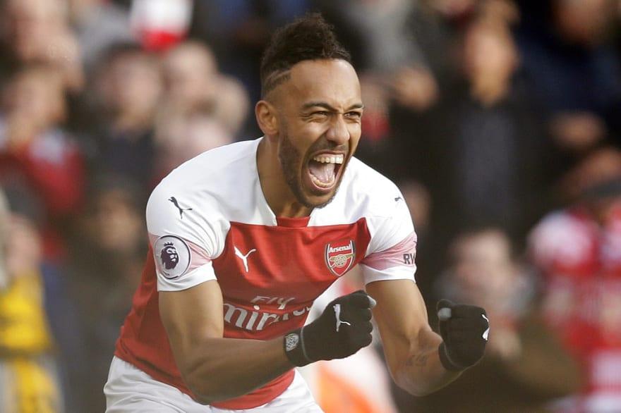 Victoria de Arsenal: Regreso de Ozil y doblete Aubameyang