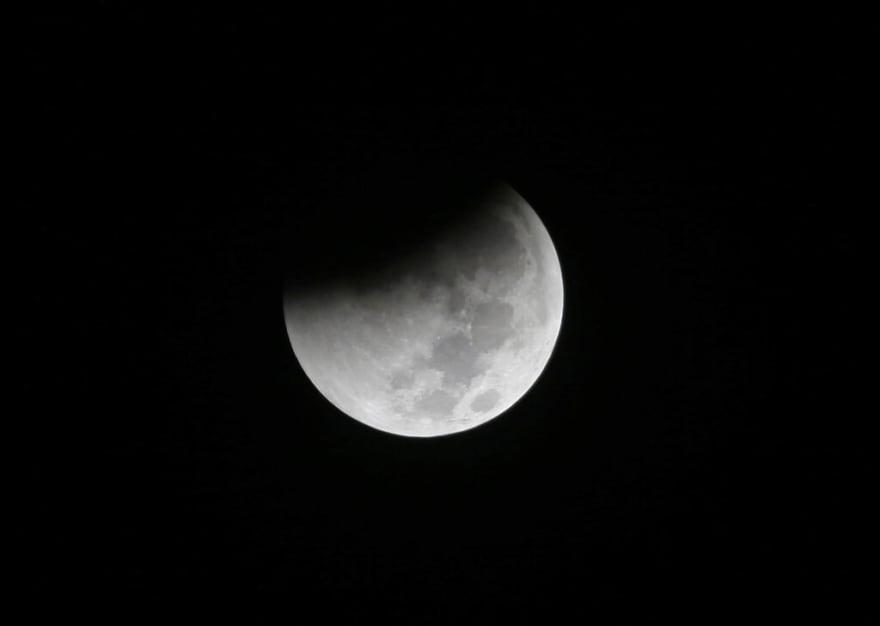 Se apreciarán eclipse lunar, superluna y luna de sangre en simultáneo