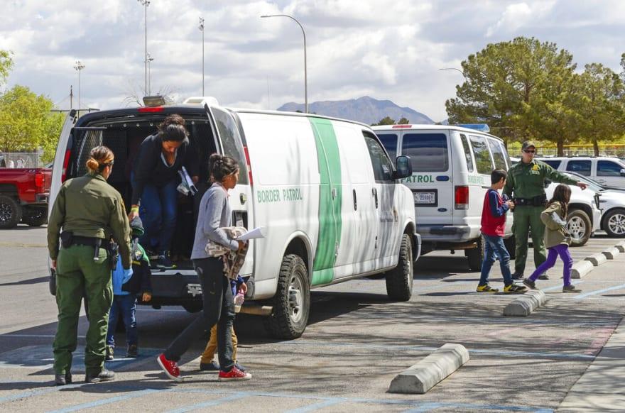 ÚLTIMA HORA: Patrulla Fronteriza detiene a más de 2,000 inmigrantes hispanos