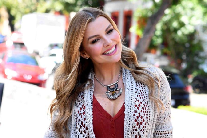 Marjorie de Sousa desata vendaval en redes al debutar como cantante