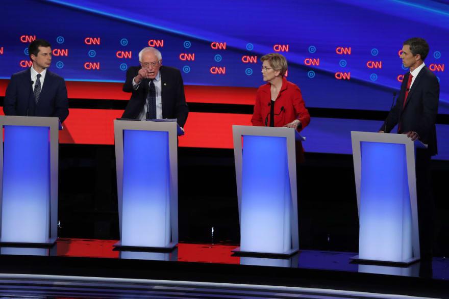 Sanders y Warren abogan por Medicare para indocumentados en debate demócrata