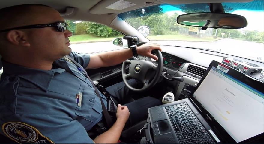 """Crónica: """"Este policía me ha robado el corazón"""""""