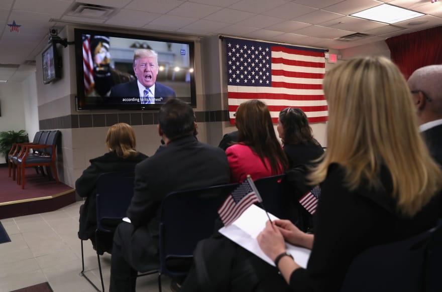 Gobierno de Trump suspende deportación de algunos indocumentados enfermos