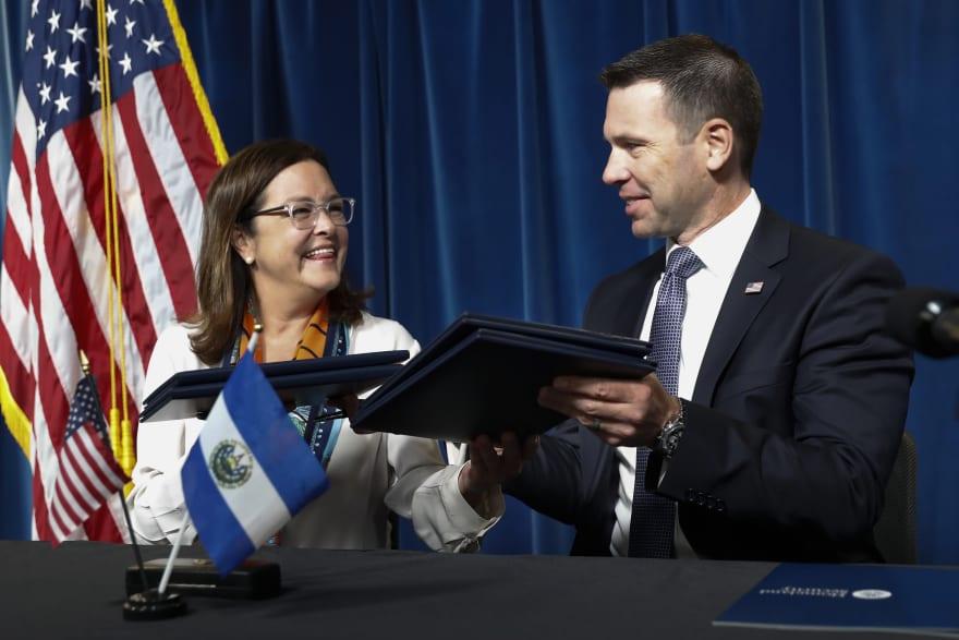 Asilo en EE.UU.: Gobierno de Trump y El Salvador firman acuerdo