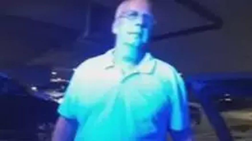 Hombre golpea a una persona dos veces con su automóvil al pelear por un lugar de estacionamiento