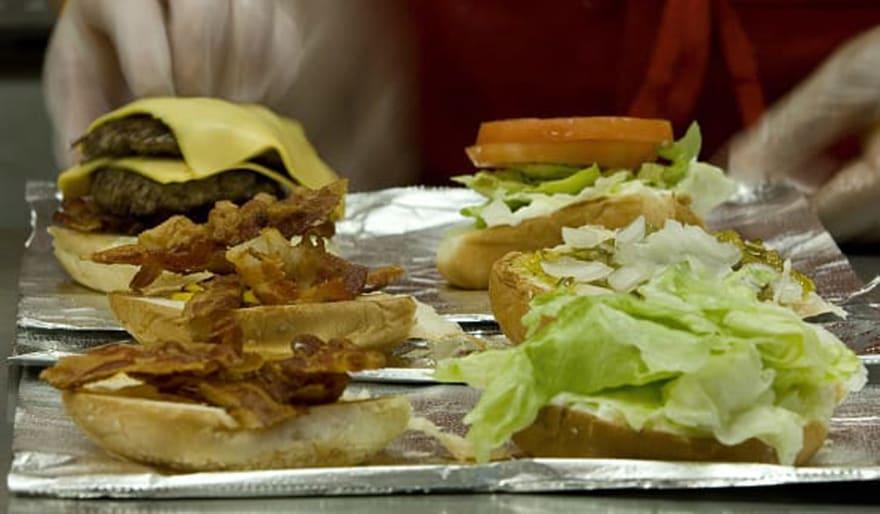 Ordenan retirar carne de cerdo congelada por posible contaminación