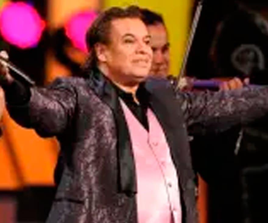 """Exmanager de Juan Gabriel pide ayuda a AMLO ante supuesta """"resurrección"""" del cantante"""