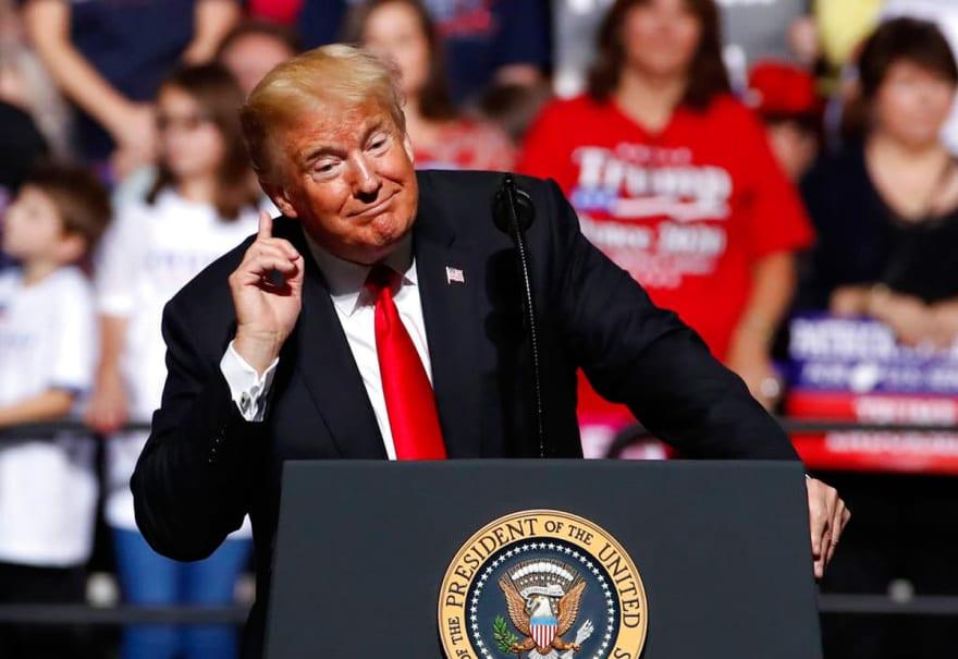 Trump revela que ha perdido miles de millones de dólares por ser presidente