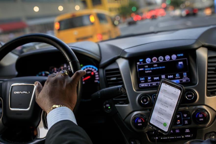 Acusan a hombre que trabajaba como taxista, pero de indocumentados