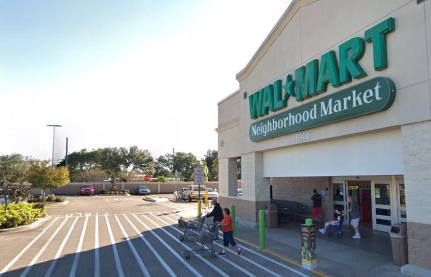 Muere empleado tras tiroteo en tienda Walmart de Florida