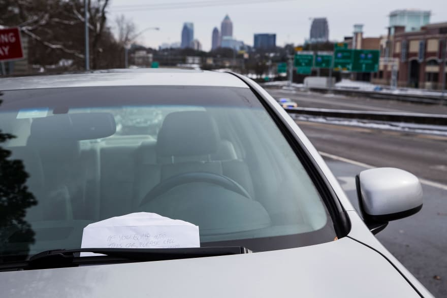Dejar el auto encendido y marcharse es ilegal en Texas