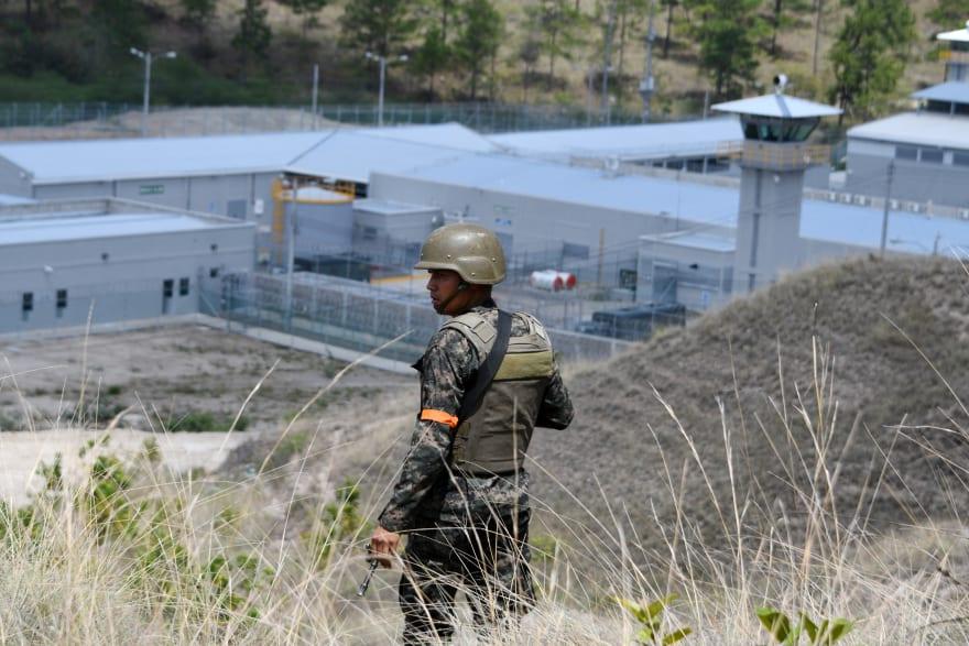 Honduras: Al menos 18 muertos y 16 heridos en motín