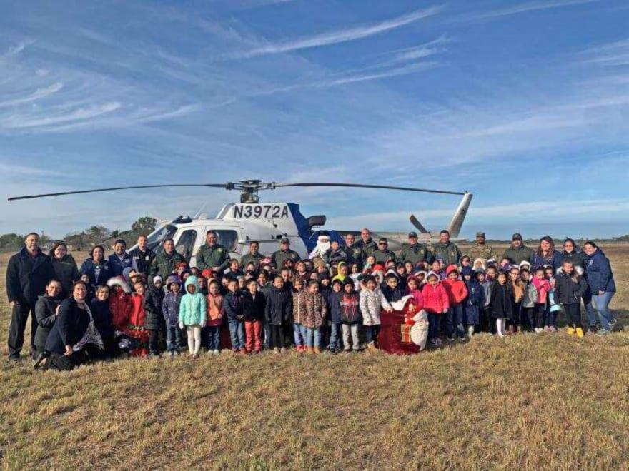 CBP llevó la Navidad al Valle del Río Grande y Santa llegó en helicóptero de las Operaciones Aéreas y Marinas