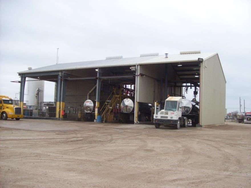 Texas: Dos trabajadores fallecen al limpiar un tanque con químicos