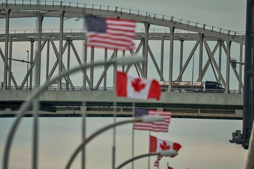 """Trump anuncia el """"cierre temporal"""" de la frontera con Canadá por coronavirus"""