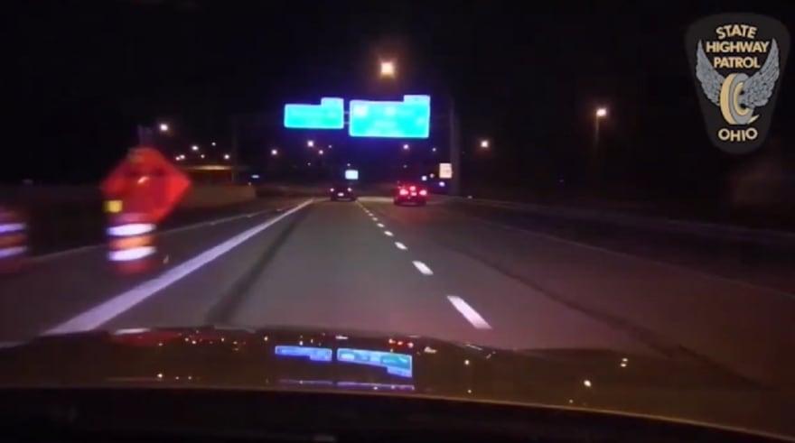 Video policial en Ohio: Sorprendente maniobra de patrulla neutraliza a conductor en plena autopista