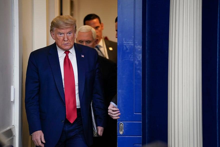 Trump firma el paquete de $2.2 billones para encarar crisis por coronavirus