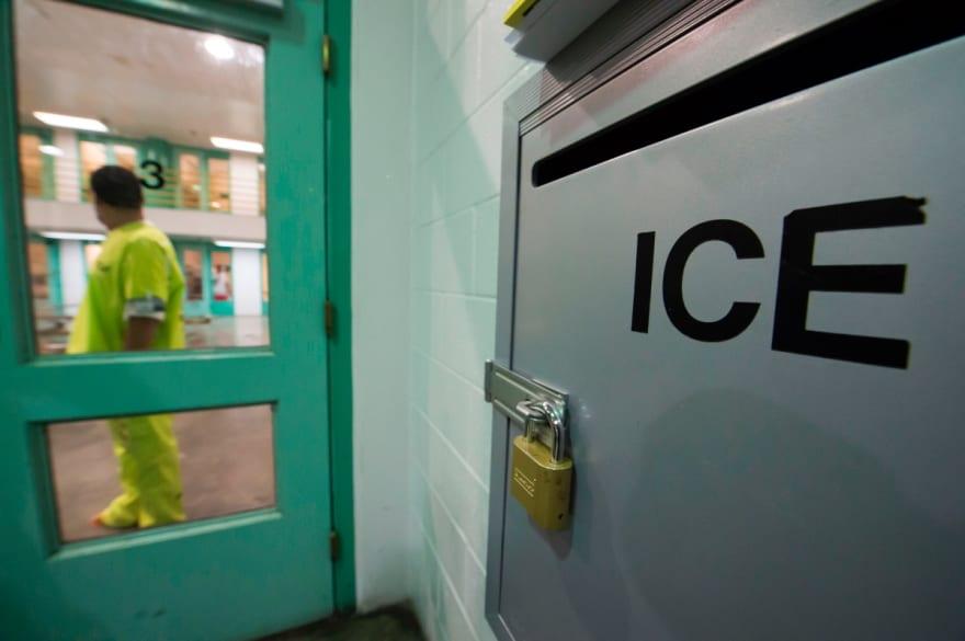 Revocan orden de reducir número de indocumentados por coronavirus en Centro de Detención