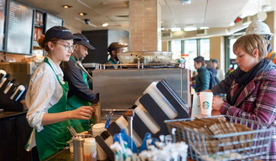 """Crónica: Empleado de Starbucks recibe más de $30,000 por ser """"buena gente"""""""