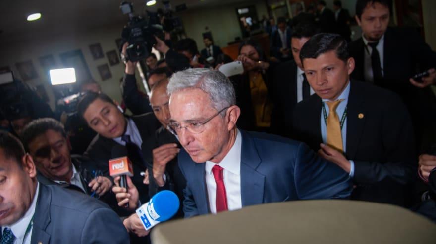 Corte Suprema de Colombia ordena detención domiciliaria de Álvaro Uribe