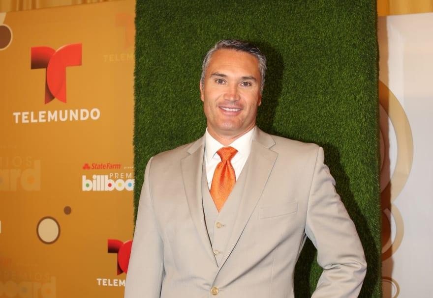 Conductor de Telemundo, Edgardo del Villar, se despide de la televisión para luchar contra el cáncer (VIDEO)
