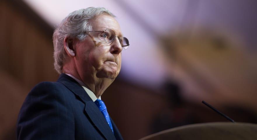 Mitch McConnell presenta nueva propuesta de estímulo económico, sin cheque