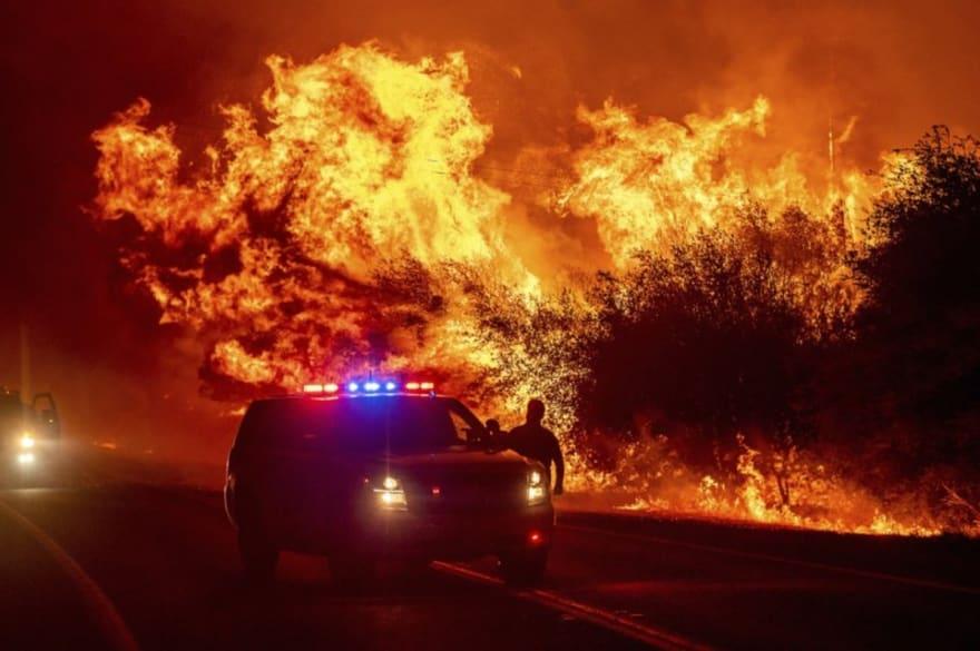 California: Incendios forestales dejan 3 muertos