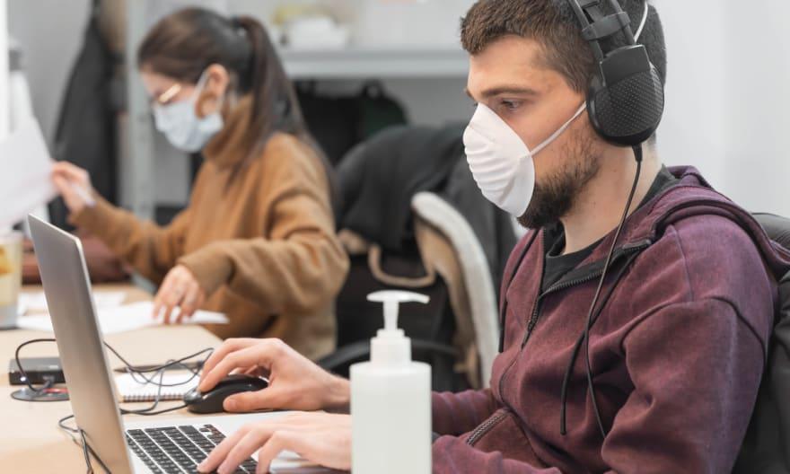 Los CDC eliminan mención de transmisión aérea en guía sobre coronavirus