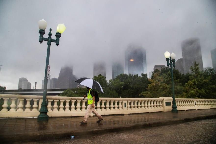 Beta se estaciona sobre Texas y se temen grandes inundaciones por lluvias