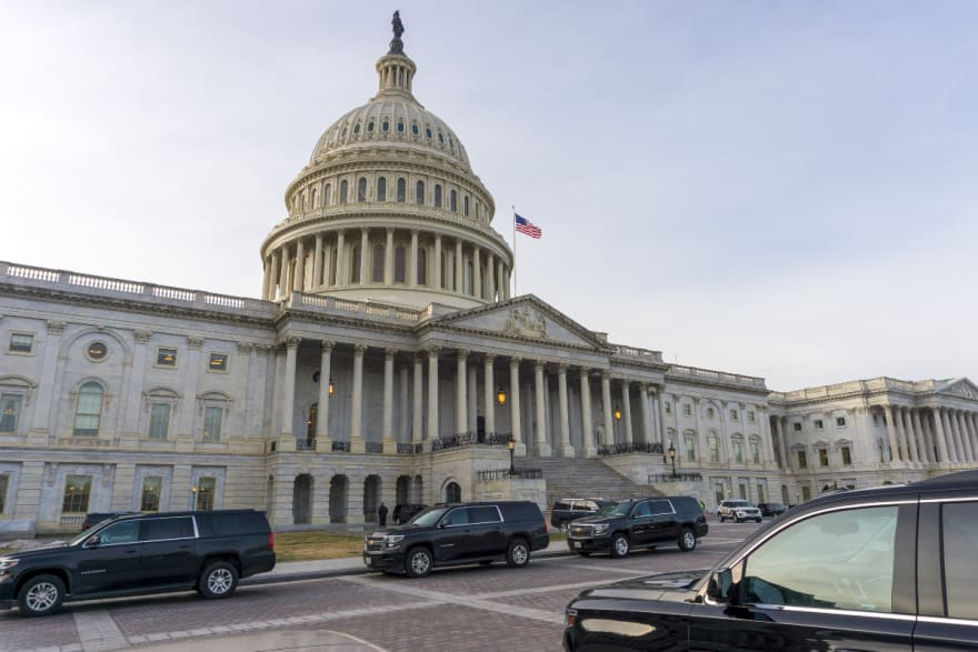 ¡Más dinero! Delegados de Trump piden al Congreso aprobar ayudas mientras acuerdan paquete
