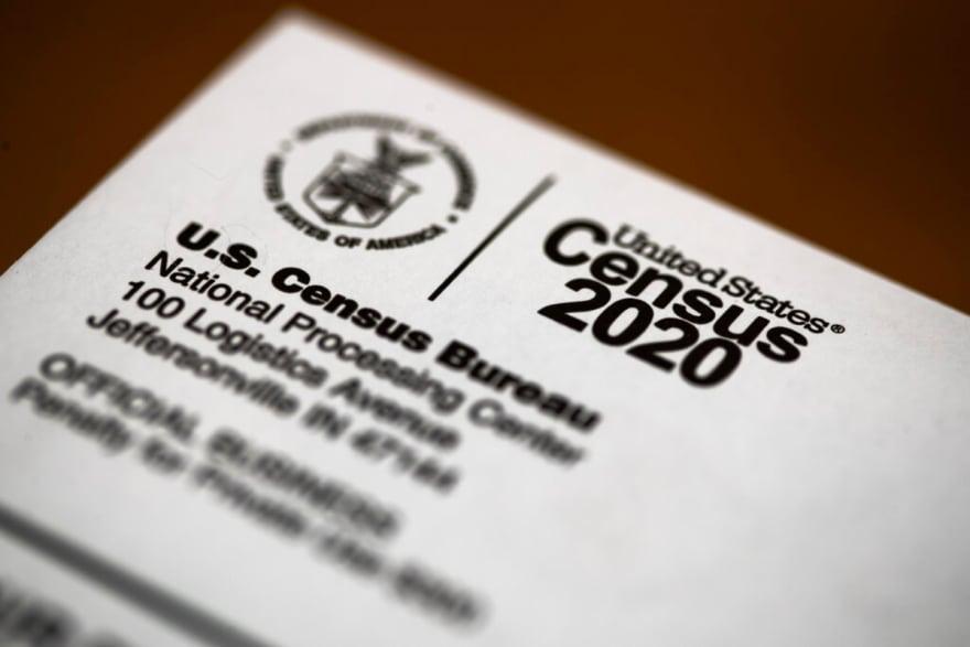 Corte federal dice que es ilegal excluir a indocumentados del censo