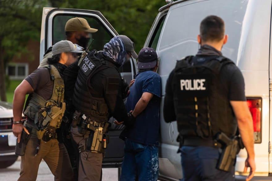 54 inmigrantes caen en redada del ICE en Nueva York