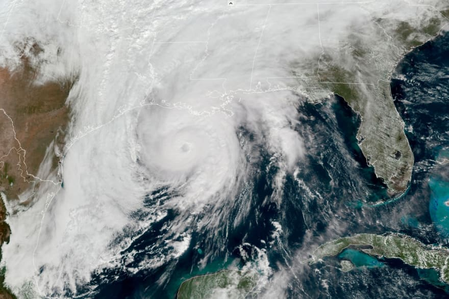El huracán Zeta deja al menos un muerto a su paso por Luisiana y amenaza Atlanta