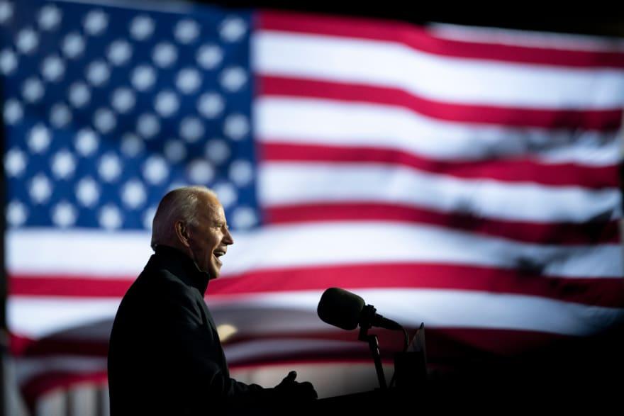 Gobernador republicano de Vermont vota por Biden
