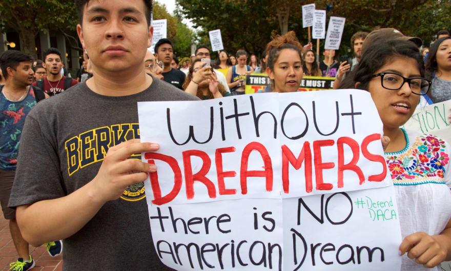 Soñadores no esperan resultados de elección y vuelven a demandar a Trump