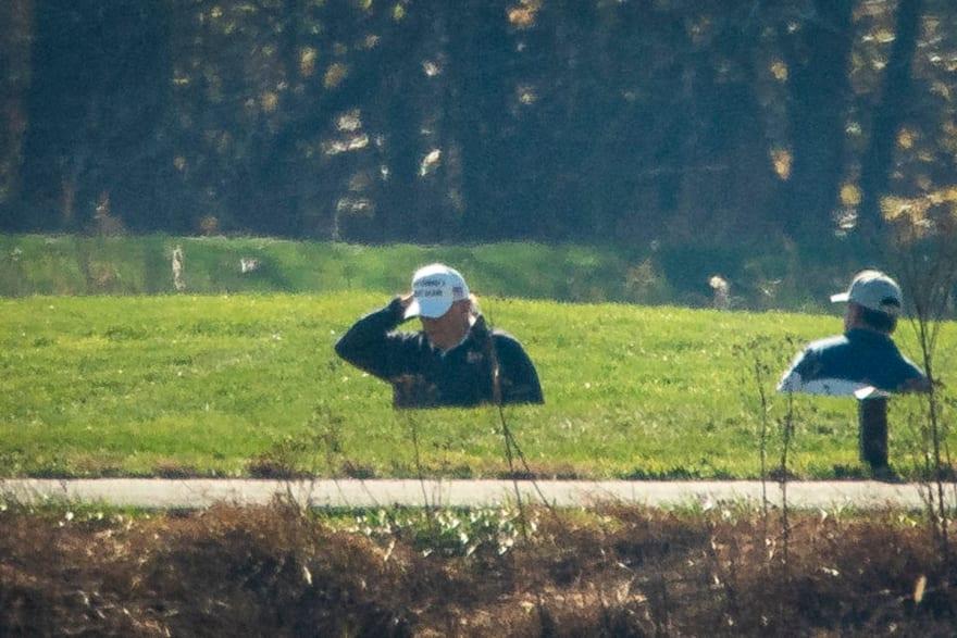 Trump jugaba golf en su club de Virginia cuando se dio a conocer triunfo de Biden