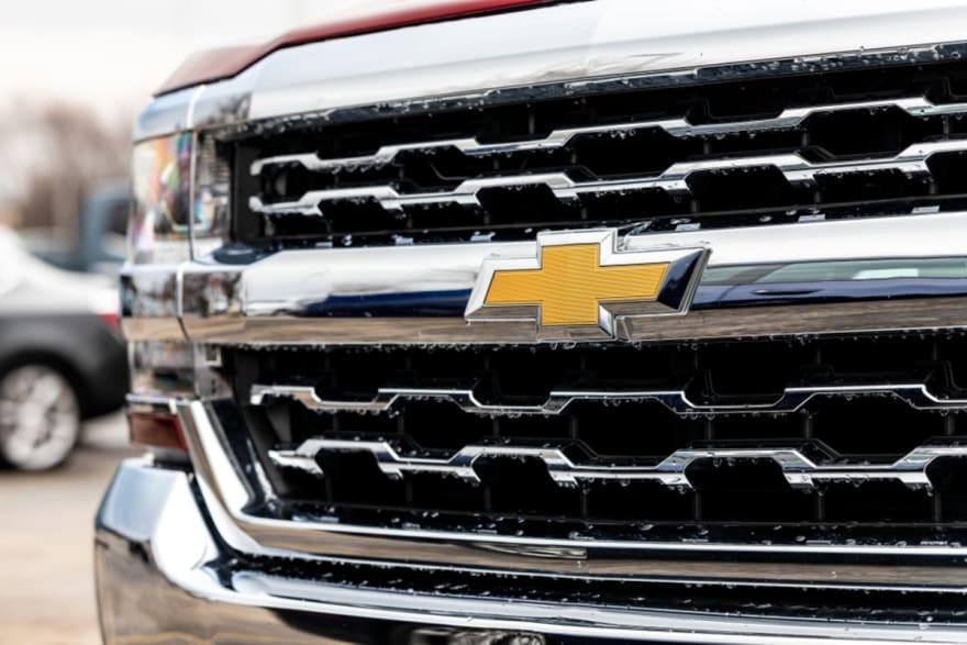General Motors ordenó revisión de casi 6 millones de camionetas vendidas en EE.UU.