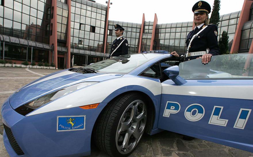 Policía italiana tuvo que usar un Lamborghini para llevar a tiempo un riñón