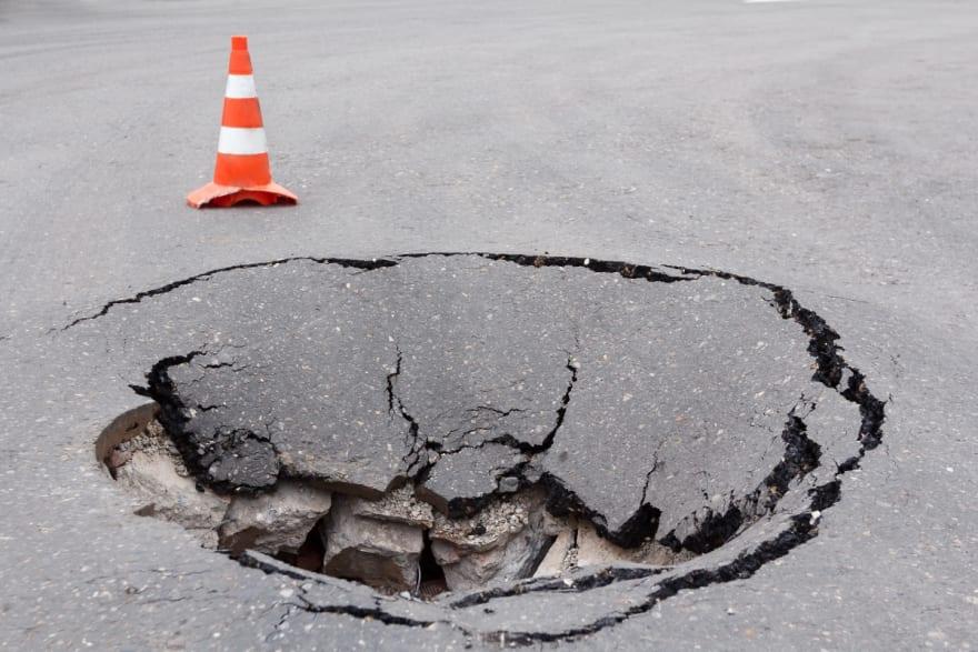 Enorme agujero se traga un vehículo en Nueva York