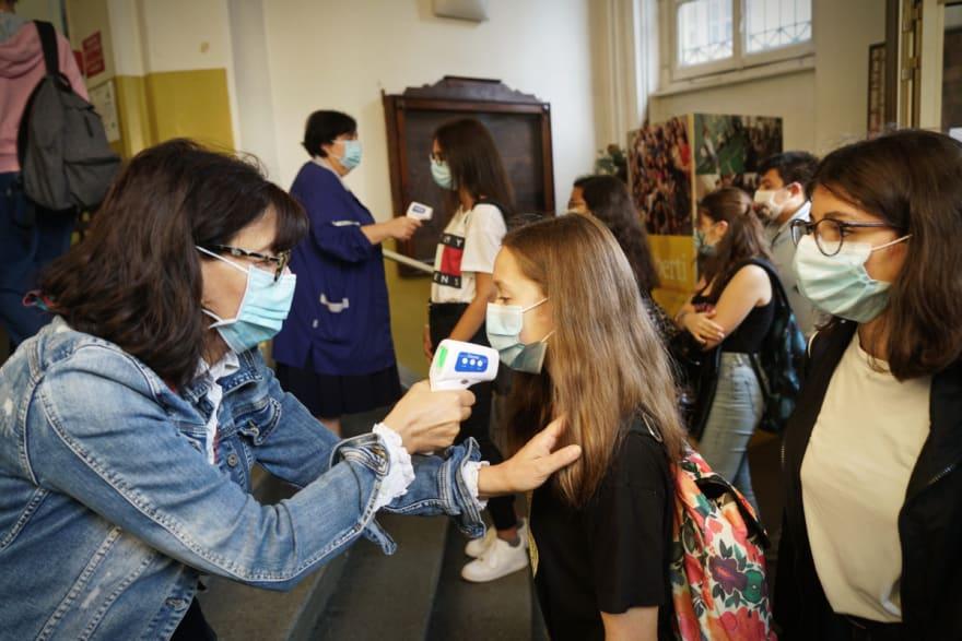 Nueva York abrirá escuelas primarias pese aumento de casos coronavirus