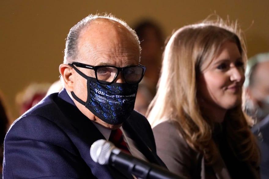 Rudy Giuliani es ingresado al hospital tras dar positivo al coronavirus