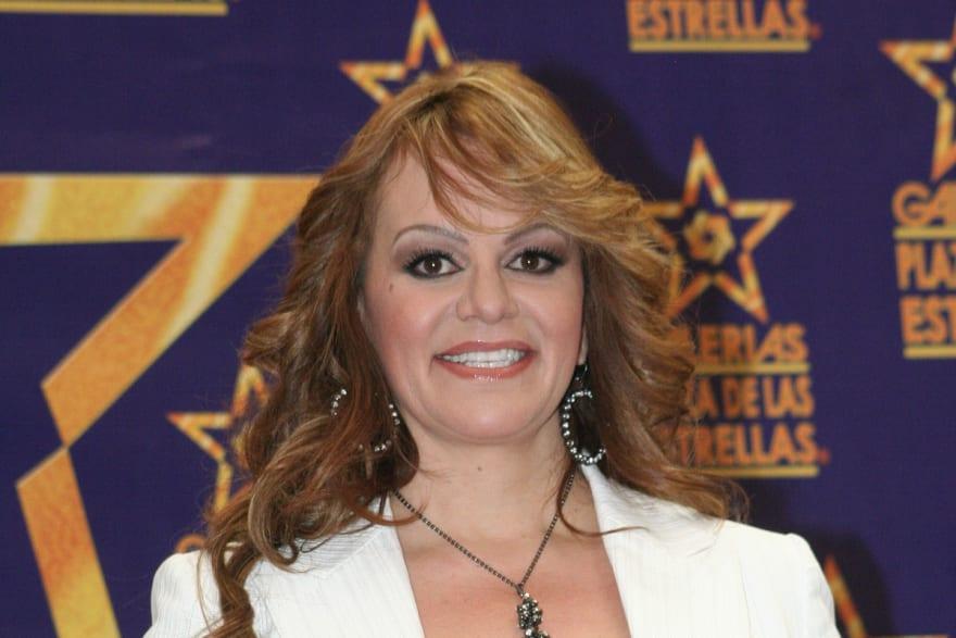 Familia de Jenni Rivera quiere que Ángela Aguilar cante un tema de La Diva de la Banda