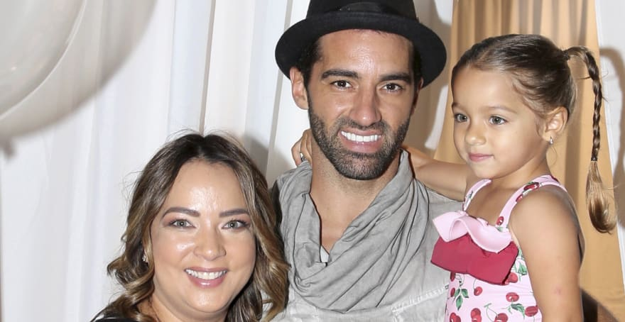 Adamari López se roba la atención en apretado jumpsuit en la fiesta de Alaïa