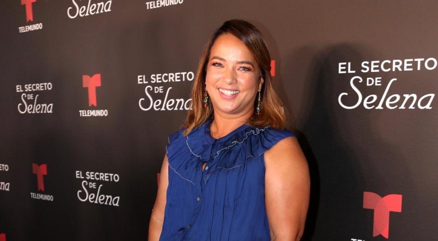 """""""Un poquis gorda"""", """"Parece un tamal mal envuelto"""". Adamari López es destrozada en críticas por apretado vestido (4 FOTOS)"""