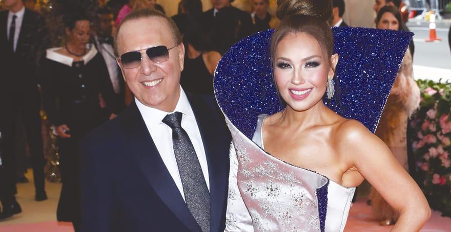 Thalía se toma foto con Thor y Tommy Mottola la regaña